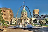 Saint Louis Historical Old Courthouse building in downtown St. Louis, in front of the Gateway Arch and Jefferson National Expansion Memorial.