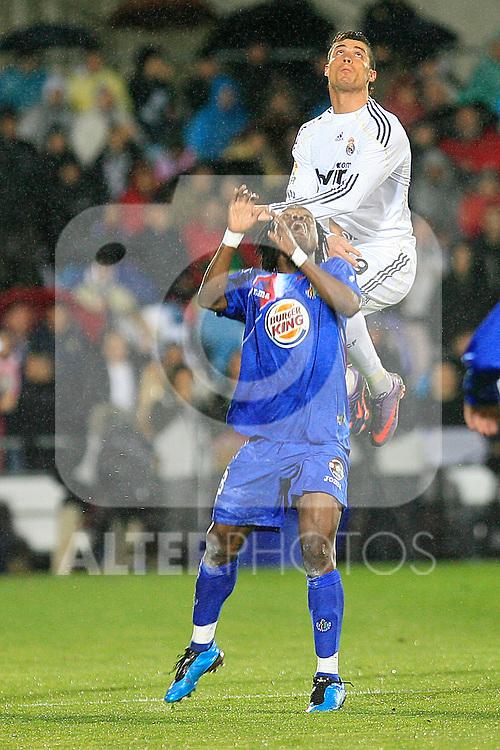 GETAFE (25/03/2010).- Spanish League match Getafe vs Real Madrid. Cristiano Ronaldo and Erik Boateng...Photo : Cesar Cebolla / ALFAQUI