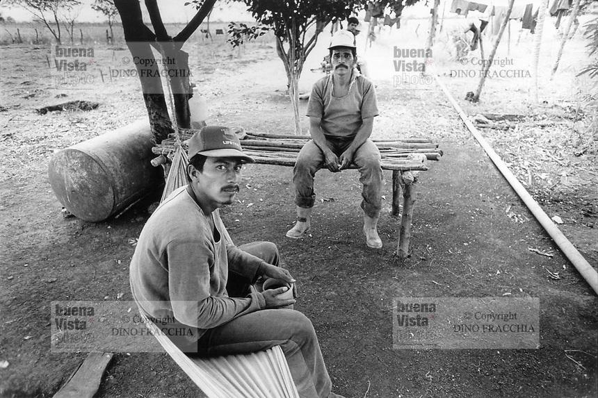 """- Nicaragua 1988, prisoners involved with the past regime of the Somoza dictator in an agricultural """"open"""" jail near Managua<br /> <br /> - Nicaragua 1988, detenuti coinvolti col passato regime del dittatore Somoza in un carcere agricolo """"aperto"""" nei pressi di Managua"""