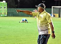MONTERIA - COLOMBIA, 06-08-2018: Willy Rodriguez, técnico de Jaguares, gesticula durante partido entre Jaguares de Córdoba y Leones F.C. por la fecha 3 de la Liga Águila II 2018 jugado en el estadio Municipal de Montería. / Willy Rodriguez, coach of Jaguares, gestures during the match between Jaguares of Cordoba and Leones F.C. for the date 3 of the Liga Aguila II 2018 at the Municipal de Monteria Stadium in Monteria city. Photo: VizzorImage / Andres Felipe Lopez / Cont