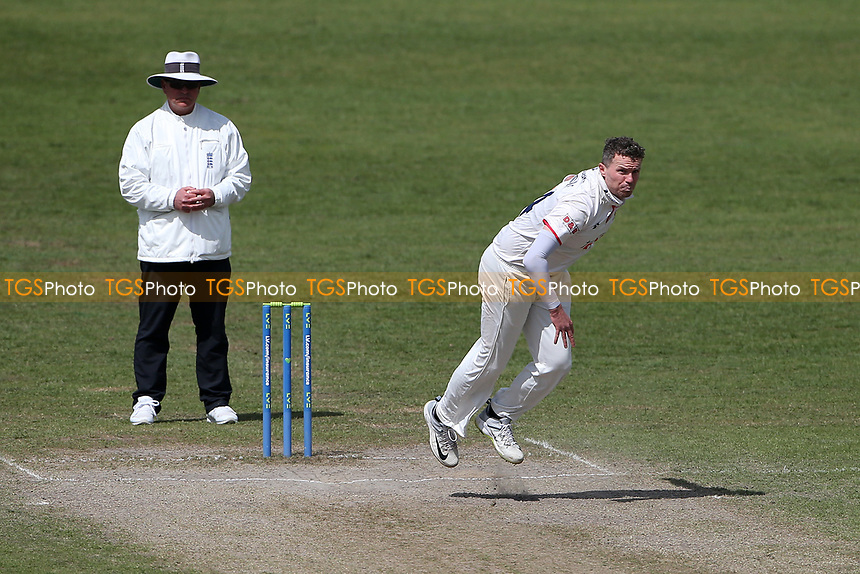 Peter Siddle in bowling action for Essex during Worcestershire CCC vs Essex CCC, LV Insurance County Championship Group 1 Cricket at New Road on 2nd May 2021