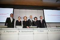 Bertelsmann Bilanz-PK am Dienstag den 26. Maerz 2013 in Berlin.<br />Vlnr.: Markus Dohle, Chairman und CEO Random House; Dr. Judith Hartmann, Chief Financial Officer Bertelsmann; Karin Schlautmann, Leiterin Unternehmenskommunikation Bertelsmann; Dr. Thomas Rabe, Vorstandsvorsitzender Bertelsmann; Anke Schaeferkordt, Co-CEO RTL Group und Geschaeftsfuehrerin Mediengruppe RTL Deutschland; Dr. Thomas Hesse, Vorstand fuer Unternehmnsentwicklung und Neugeschaefte Bertelsmann.<br />26.3.2013, Berlin<br />Copyright: Christian-Ditsch.de<br />[Inhaltsveraendernde Manipulation des Fotos nur nach ausdruecklicher Genehmigung des Fotografen. Vereinbarungen ueber Abtretung von Persoenlichkeitsrechten/Model Release der abgebildeten Person/Personen liegen nicht vor. NO MODEL RELEASE! Don't publish without copyright Christian-Ditsch.de, Veroeffentlichung nur mit Fotografennennung, sowie gegen Honorar, MwSt. und Beleg. Konto:, I N G - D i B a, IBAN DE58500105175400192269, BIC INGDDEFFXXX, Kontakt: post@christian-ditsch.de<br />Urhebervermerk wird gemaess Paragraph 13 UHG verlangt.]