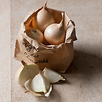 Europe/France/Languedoc-Roussillon/30/Gard: Oignon doux des Cévennes AOC - Stylisme : Valérie LHOMME //  France, Gard, Cevennes sweet onions AOC, styling, Valerie Lhomme