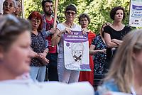 Prozess gegen die Berliner Gynaekologinnen Bettina Gaber und Verena Weyer am Freitag den 14. Juni 2019 vor dem Amtsgericht Berlin. Die Aerztinnen sollen auf ihrer Internetseite fuer Schwangerschaftsabbrueche geworben und damit gegen das Werbeverbot fuer Schwangerschaftsabbrueche verstossen haben. Bettina Gaber und Verena Weyer hatten auf ihrer Homepage ihrer Praxis angegeben, dass ein medikamentoeser, narkosefreier Schwangerschaftsabbruch zu den Leistungen gehoere.<br /> Im Bild: Frauen- und Menschenrechtsorganisationen protestieren gegen den Prozess vor dem Gerichtsgebaeude.<br /> 14.6.2019, Berlin<br /> Copyright: Christian-Ditsch.de<br /> [Inhaltsveraendernde Manipulation des Fotos nur nach ausdruecklicher Genehmigung des Fotografen. Vereinbarungen ueber Abtretung von Persoenlichkeitsrechten/Model Release der abgebildeten Person/Personen liegen nicht vor. NO MODEL RELEASE! Nur fuer Redaktionelle Zwecke. Don't publish without copyright Christian-Ditsch.de, Veroeffentlichung nur mit Fotografennennung, sowie gegen Honorar, MwSt. und Beleg. Konto: I N G - D i B a, IBAN DE58500105175400192269, BIC INGDDEFFXXX, Kontakt: post@christian-ditsch.de<br /> Bei der Bearbeitung der Dateiinformationen darf die Urheberkennzeichnung in den EXIF- und  IPTC-Daten nicht entfernt werden, diese sind in digitalen Medien nach §95c UrhG rechtlich geschuetzt. Der Urhebervermerk wird gemaess §13 UrhG verlangt.]