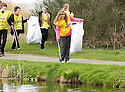 20/04/2010   Copyright  Pic : James Stewart.34_helix_litter  .::  HELIX PROJECT ::  KIDS FROM BRAES HIGH SCHOOL TAKE PART IN THE LITTER PICK AT THE FORTH & CLYDE CANAL BETWEEN LOCK 2 AND THE BLUE BRIDGE ::.
