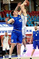 27-02-2021: Basketbal: Donar Groningen v Den Helder Suns: Groningen /Donar speler Henry Caruso (r) met Den Helder speler Yarick Brussen