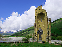 Kirchenruine an der georgischen Heerstraße, Mzcheta-Mtianeti, Georgien, Europa<br /> ruin of church  at Geogian Military Road , Mzcheta-Mtianeti, Georgia, Europe