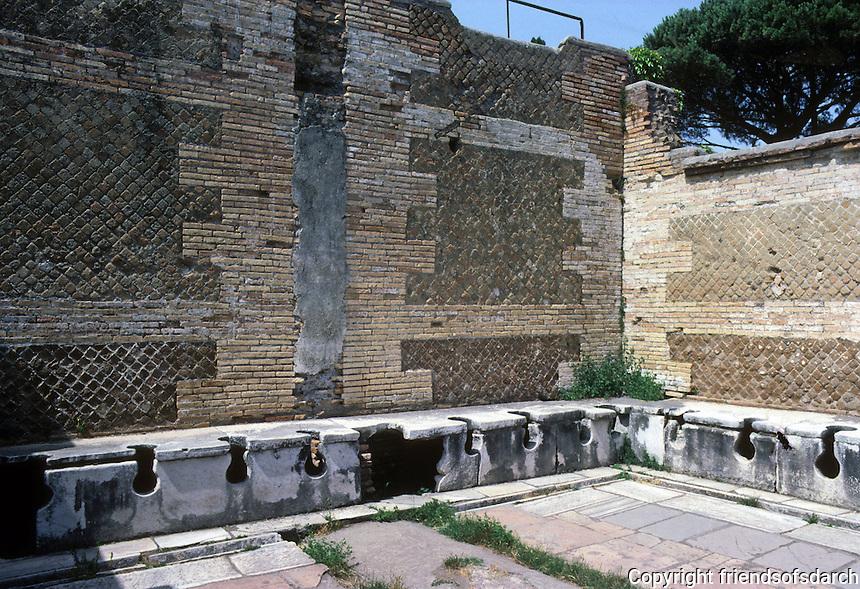 Italy: Ostia--Public Conveniences. Photo '83.