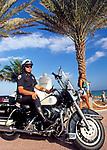 USA, Florida, Fort Lauderdale: Police officer mit Harley Davidson   USA, Florida, Fort Lauderdale: Police officer with Harley Davidson