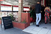 Campinas (SP), 24/04/2021 - Plano SP - A cidade de Campinas (SP) avança neste sábado (24) para a segunda etapa da fase de transição do Plano São Paulo, de controle da pandemia do coronavírus e retomada econômica. A partir de hoje estão autorizados o funcionamento de estabelecimentos do setor de serviços, como restaurantes e similares (lanchonetes, casas de sucos e bares com função de restaurante), salões de beleza e barbearias, além de atividades culturais, parques, clubes e academias.