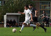 Alexandru-Dorel Mihai (Gustavsburg) setzt sich durch und erzielt das 1:0 - 04.10.2020: Fussball Kreisliga A Germania Gustavsburg vs. TSV Goddelau