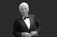 """Giorgio Armani, IL PRIMO CAPO 'A-GENDER' - """"Per me la cosa più importante è continuare a valorizzare le donne creando abiti che le facciano sentire se stesse e a proprio agio, come ho sempre fatto"""", ha spiegato Giorgio Armani riferendosi al suo lavoro, in un passaggio di un'intervista esclusiva rilasciata a Vogue Italia. Lido, 5 settembre 1998. Photo by Leonardo Cendamo/Getty Images"""