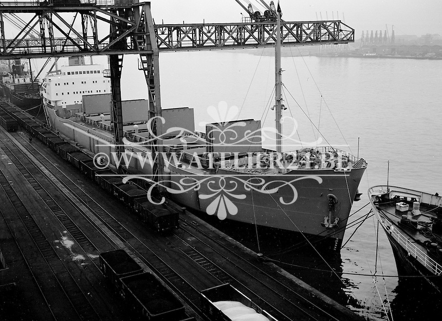 1959. Schip Adak in de haven van Antwerpen.