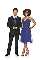 E! News Weekend Co-hosts Jason Ruta and Arisa Cox. (CNW Group/E! Everything Entertainment)