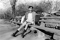 USA. New York. Central Park. An elderly man without pants is seated on a wooden bench.  © 1986 Didier Ruef