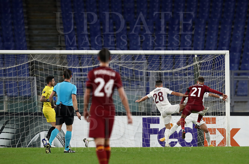 Football Soccer: UEFA Europa League UEFA Europa League Group A  AS Roma vs FCR Cluj, Olympic stadium, Rome, 5 November, 2020.<br /> Roma's Borja Mayoral (r) scores during the Europa League football match between Roma and Cluj at the Olympic stadium in Rome on  5 November, 2020.<br /> UPDATE IMAGES PRESS/Isabella Bonotto