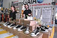 """""""Do the right thing"""", fair of the critical consumption and the sustainable styles of life, Gaia Project, """"no logo"""" shoes....- """"Fa la cosa giusta"""",  fiera del consumo critico e degli stili di vita sostenibili, progetto Gaia, scarpe """"no logo"""""""