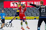 Uwe Gensheimer (Rhein Neckar Löwen Nr.3)  im Angriff auf Aussen gegen Andreas Cederholm (TBV Lemgo Nr.34) - beim Bundesligaspiel: Rhein Neckar Loewen gegen den TBV Lemgo am 14.11.2020 in der SAP-Arena in Mannheim<br /> <br /> Foto © PIX-Sportfotos *** Foto ist honorarpflichtig! *** Auf Anfrage in hoeherer Qualitaet/Aufloesung. Belegexemplar erbeten. Veroeffentlichung ausschliesslich fuer journalistisch-publizistische Zwecke. For editorial use only.