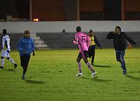 TUNJA - COLOMBIA -30-07-2016: Hinchas de Boyaca Chico FC, invaden el campo durante partido Boyaca Chico FC y Jaguares FC, de la fecha 6 de la Liga Aguila II-2016, jugado en el estadio La Independencia de la ciudad de Tunja. / Fans of Boyaca Chico FC, invade the field during a match Boyaca Chico FC and Deportes Tolima, for the date 6 of the Liga Aguila II-2016 at the La Independencia  stadium in Tunja city, Photo: VizzorImage  / Cesar Melgarejo / Cont.