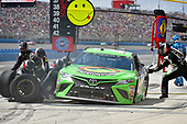 2017 Monster Energy NASCAR Cup Series<br /> Auto Club 400<br /> Auto Club Speedway, Fontana, CA USA<br /> Sunday 26 March 2017<br /> Gray Gaulding pit stop<br /> World Copyright: Nigel Kinrade/LAT Images<br /> ref: Digital Image 17FON1nk07625