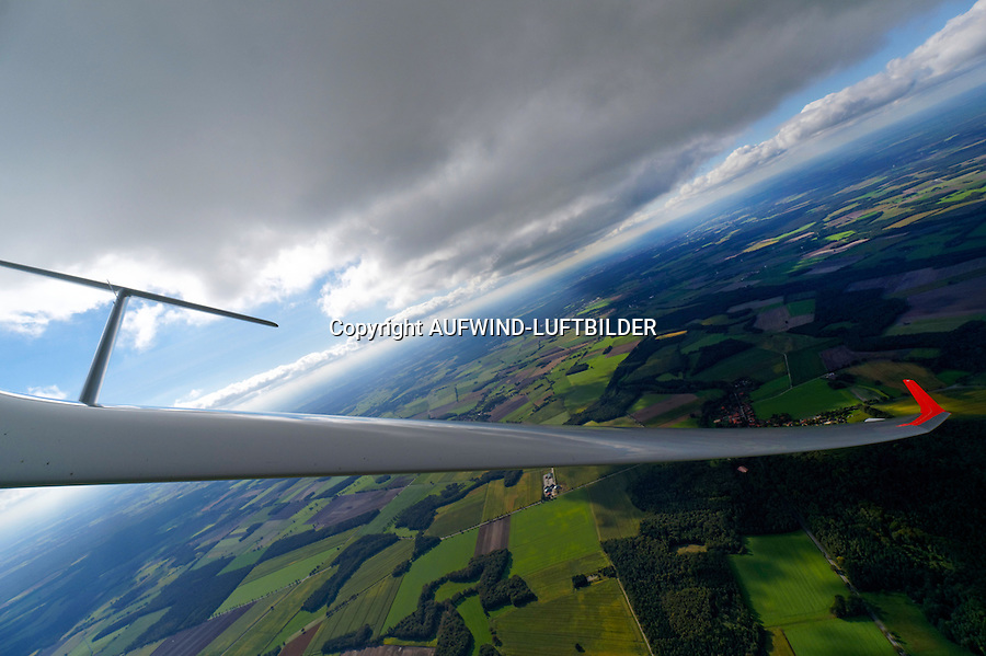 Blick auf Leitwerk eines Segelflugzeugs: EUROPA, DEUTSCHLAND, SACHSEN, (EUROPE, GERMANY), 28.09.2013: Blick auf Leitwerk eines Segelflugzeugs,