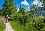 Austria, Tyrol, Reith im Alpbachtal: hiking trail around swimming lake Reither See | Oesterreich, Tirol, Reith im Alpbachtal: Rundwanderweg um den Reither See, rechts die Pfarrkirche Hl. Petrus