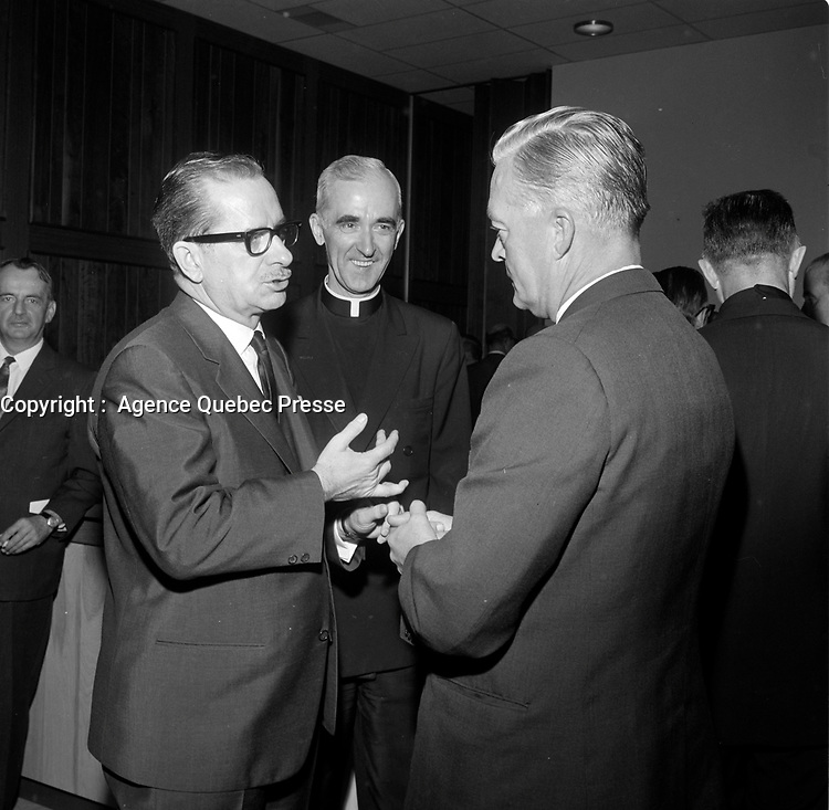 le Premier Ministre unioniste <br /> Daniel Johnson<br /> lors du Lancement de la campagne de souscription de l'universitee Laval, 20 aout 1966<br /> <br /> PHOTO :  Agence Quebec Presse - Photo Moderne