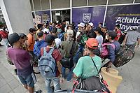 CALI - COLOMBIA, 26-03-2020: Cali durante el segundo día de la cuarentena total en el territorio colombiano causada por la pandemia  del Coronavirus, COVID-19. / Cali during the second day of total quarantine in Colombian territory caused by the Coronavirus pandemic, COVID-19. Photo: VizzorImage / Gabriel Aponte / Staff