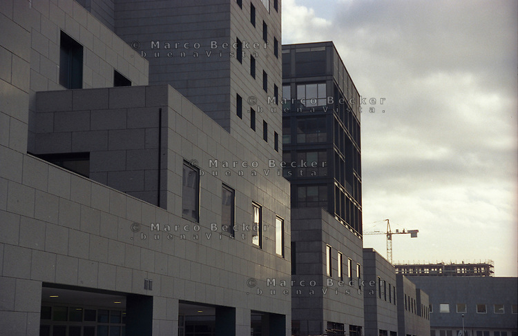 milano, quartiere bicocca, periferia nord. edifici per uffici --- milan, bicocca district, north periphery. office buildings