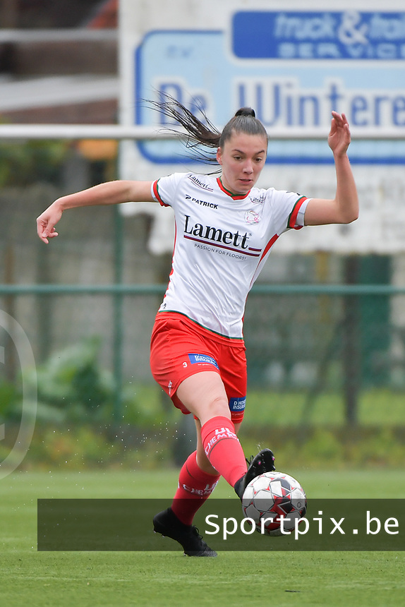 Romy Camps (3) of Zulte Waregem pictured during a female soccer game between SV Zulte - Waregem and Eendracht Aalst on the 9 th matchday in play off 2 of the 2020 - 2021 season of Belgian Scooore Womens Super League , saturday 22 nd of May 2021  in Zulte , Belgium . PHOTO SPORTPIX.BE   SPP   DIRK VUYLSTEKE