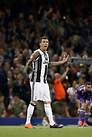 Calcio, Champions League: finale Juventus vs Real Madrid. Cardiff, Millennium Stadium, 3 giugno 2017.<br /> Juventus' Mario Mandzukic celebrates after scoring during the Champions League final match between Juventus and Real Madrid at Cardiff's Millennium Stadium, Wales, June 3, 2017. <br /> UPDATE IMAGES PRESS/Isabella Bonotto