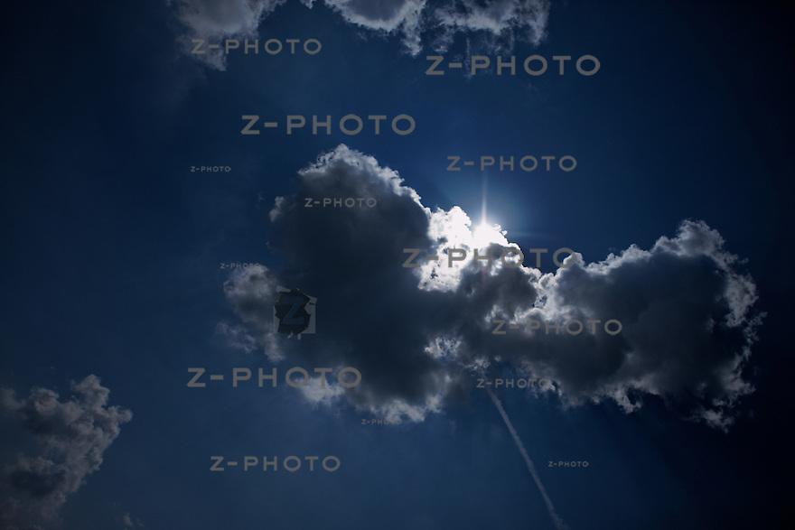 Wolken am Himmel - clouds in the sky ueber Hochdorf im Seetal am 22. April 2009<br /> <br /> Copyright © Zvonimir Pisonic