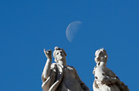 La luna sopra le statue durante l'udienza generale del mercoledì in Piazza San Pietro. Città del Vaticano, 19 aprile  2017.<br /> The moon over staues during the weekly general audience at St Peter's square at the Vatican, on April 19 2017.<br /> UPDATE IMAGES PRESS/Isabella Bonotto<br /> <br /> STRICTLY ONLY FOR EDITORIAL USE