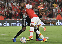 BOGOTÁ - COLOMBIA, 27-08-2017: Juan David Valencia (Izq.) jugador de Santa Fe disputa el balón con Jair Palacios (Der.) jugador del Millonarios durante el encuentro entre Independiente Santa Fe y Millonarios por la fecha 10 de la Liga Aguila II 2017 jugado en el estadio Nemesio Camacho El Campin de la ciudad de Bogota. / Juan David Valencia (L) player of Santa Fe struggles for the ball with Jair Palacios (R) player of Millonarios during match between Independiente Santa Fe and Millonarios for the date 10 of the Aguila League II 2017 played at the Nemesio Camacho El Campin Stadium in Bogota city. Photo: VizzorImage/ Gabriel Aponte / Staff