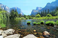 Free nature stock photo gates of heaven, entrance to Yosemite Valley across the Merced River in Yosemite national park, USA.