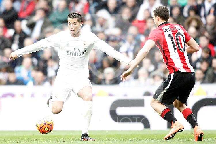 Real Madrid's Cristiano Ronaldo (l) and Athletic de Bilbao's Oscar de Marcos during La Liga match. February 13,2016. (ALTERPHOTOS/Acero)