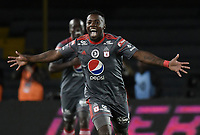 BOGOTA - COLOMBIA, 23-01-2018: Cristian Dajome del América de Cali celebra después de anotar el segundo gol de su equipo a Deportivo Cali durante partido por el Torneo Fox Sports 2018 jugado en el estadio Nemesio Camacho El Campín de la ciudad de Bogotá. / Cristian Dajome of America de Cali celebrates after scoring the second goal of his team to Deportivo Cali during match for the Fox Sports Tournament 2018  played at the Nemesio Camacho El Campin Stadium in Bogota city. Photo: VizzorImage / Gabriel Aponte / Staff.