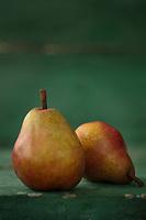 Gastronomie générale / Diététique/ Poire Wiliams bio rouges //  General gastronomy / Diet / Organic red Wiliams pear