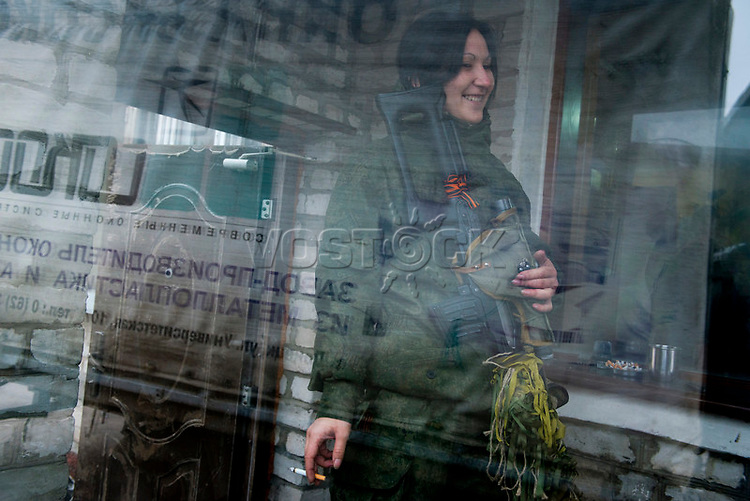 Tanya, Scharfschuetzin der pro-russischen Separatisten, Portrait, Donezk, Ukraine, 10.2014,  Tanya, 19-years old girl, the sniper of the pro-Russian militia smokes in the corridor of her unit based at the suburb of Donetsk.  ***HIGHRES AUF ANFRAGE*** ***VOE NUR NACH RUECKSPRACHE***