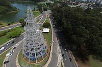 FOTO EMBARGADA PARA VEICULOS INTERNACIONAIS. SAO PAULO, SP, 20/11/2012, FOTOS AEREAS DA MONTAGEM ARVORE DE NATAL. Mesmo com o feriado dessa Treça-feira (20, a montagem da Árvore de Natal que fica no Pq. do Ibirapuera continua. Luiz Guarnieri/ Brazil Photo Press