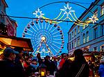 Deutschland, Mecklenburg-Vorpommern, Schwerin: Weihnachtsmarkt | Germany, Mecklenburg-West Pomerania, Schwerin: Christmas fair