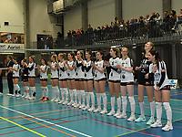 Black and White Company LENDELEDE - Volley Saturnus Michelbeke :<br />  Speelsters van Lendelede  bij hun laatste ploegvoorstelling voor de ploeg ophoudt te bestaan<br /> <br /> Foto VDB / Bart Vandenbroucke
