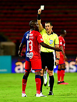 MEDELLIN - COLOMBIA, 01-11-2020: Andres Rojas, arbitro muestra tarjeta amarilla a Didier Delgado de Deportivo Independiente Medellin, durante partido de la fecha 17 entre Deportivo Independiente Medellin y Once Caldas, por la Liga BetPLay DIMAYOR 2020, jugado en el estadio Atanasio Girardot de la ciudad de Medellin. / Andres Rojas, referee shows yellow card to Didier Delgado of Deportivo Independiente Medellin during a match of the 17th date between Deportivo Independiente Medellin and Once Caldas, for the BetPLay DIMAYOR League 2020 played at the Atanasio Girardot Stadium in Medellin city. / Photo: VizzorImage / Luis Benavides / Cont.
