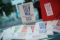 """Pressekonferenz zu den Grossdemonstrationen """"CETA und TTIP stoppen!"""" am 17. September in sieben Staedten.<br /> Am Dienstag den 23. August 2016 stellten der Vorsitzender der Gewerkschaft ver.di, die Praesidentin von Brot fuer die Welt, der Geschaeftsfuehrer des Deutschen Kulturrates, der Bundesvorsitzender der NaturFreunde Deutschlands, der Hauptgeschaeftsfuehrer des Paritaetischen Wohlfahrtsverbandes und der Geschaeftsfuehrer von Campact die Ziele der geplanten Grossdemonstrationen """"CETA und TTIP stoppen!"""" im Haus der Bundespressekonferenz vor.<br /> Nach Meinung der Veranstalter der Demonstrationen sind CETA und TTIP nicht dem Gemeinwohl in der EU, den USA und Kanada verpflichtet, sondern den Interessen von Konzernen und Investoren. Dagegen sollen mehrere hunderttausend Menschen am 17. September in sieben Staedten auf die Strasse gehen.<br /> Zu den Demonstrationen rufen auf: Wohlfahrts-, Sozial- und Umweltverbaende, Gewerkschaften, Organisationen fuer Demokratie-, Kultur- und Entwicklungspolitik, fuer Verbraucher- und Mieterschutz und nachhaltige Landwirtschaft, aus Kirchen sowie kleinen und mittleren Unternehmen. Dem Traegerkreis gehoeren 30 Organisationen auf Bundesebene an, unterstuetzt von regional aktiven Initiativen und Buendnissen sowie von Parteien.<br /> 23.8.2016, Berlin<br /> Copyright: Christian-Ditsch.de<br /> [Inhaltsveraendernde Manipulation des Fotos nur nach ausdruecklicher Genehmigung des Fotografen. Vereinbarungen ueber Abtretung von Persoenlichkeitsrechten/Model Release der abgebildeten Person/Personen liegen nicht vor. NO MODEL RELEASE! Nur fuer Redaktionelle Zwecke. Don't publish without copyright Christian-Ditsch.de, Veroeffentlichung nur mit Fotografennennung, sowie gegen Honorar, MwSt. und Beleg. Konto: I N G - D i B a, IBAN DE58500105175400192269, BIC INGDDEFFXXX, Kontakt: post@christian-ditsch.de<br /> Bei der Bearbeitung der Dateiinformationen darf die Urheberkennzeichnung in den EXIF- und  IPTC-Daten nicht entfernt werden, diese sind """
