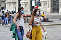 - Milano, giugno 2020, turisti in Piazza del Duomo dopo il lockdown per l'epidemia di Covid-19<br />