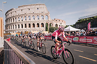 Maglia Rosa / overall leader Chris Froome (GBR/SKY) riding in front of the Colosseum <br /> <br /> stage 21: Roma - Roma (115km)<br /> 101th Giro d'Italia 2018