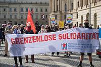 """Antifaschistischer Protest auf dem Berliner Bebelplatz gegen eine Demonstration von sog. Corona-Querdenker am Samstag den 29 August 2020. An der """"Querdenker-Demonstration beteiligten sich tausende Menschen, darunter Rechte, Rechtsextreme, Hooligans, Esoteriker und Anhaenger der antisemitischen Q-Anon-Sekte.<br /> 29.8.2020, Berlin<br /> Copyright: Christian-Ditsch.de<br /> NUR FUER REDAKTIONELLE ZWECKE! Werbung nur auf Anfrage beim Fotografen. [Inhaltsveraendernde Manipulation des Fotos nur nach ausdruecklicher Genehmigung des Fotografen. Vereinbarungen ueber Abtretung von Persoenlichkeitsrechten/Model Release der abgebildeten Person/Personen liegen nicht vor. NO MODEL RELEASE! Don't publish without copyright Christian-Ditsch.de, Veroeffentlichung nur mit Fotografennennung, sowie gegen Honorar, MwSt. und Beleg. Konto: I N G - D i B a, IBAN DE58500105175400192269, BIC INGDDEFFXXX, Kontakt: post@christian-ditsch.de<br /> Bei der Bearbeitung der Dateiinformationen darf die Urheberkennzeichnung in den EXIF- und  IPTC-Daten nicht entfernt werden, diese sind in digitalen Medien nach §95c UrhG rechtlich geschuetzt. Der Urhebervermerk wird gemaess §13 UrhG verlangt.]"""