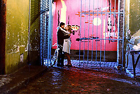 FILMBILD / T: Regenschirme von Cherbourg, Die / Les Parapluies De Cherbourg D: Nino Castelnuovo, Catherine Deneuve R: Jacques Demy P: F/BRD J: 1963 DA: * Bildrechte: Kinowelt Originaldateiname: 563791 Filmstill // HANDOUT / EDITORIAL USE ONLY! / Please note: Fees charged by the agency are for the agency's services only, and do not, nor are they intended to, convey to the user any ownership of Copyright or License in the material. The agency does not claim any ownership including but not limited to Copyright or License in the attached material. By publishing this material you expressly agree to indemnify and to hold the agency and its directors, shareholders and employees harmless from any loss, claims, damages, demands, expenses (including legal fees), or any causes of action or allegation against the agency arising out of or connected in any way with publication of the material.