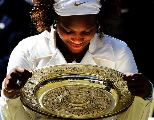 4TH JULY 2009, WIMBLEDON TENNIS CHAMPIONSHIPS, LADIES FINAL, SERENA WILLIAMS DEFEATS HER SISTER VENUS IN AN INDEPENDENCE DAY FINAL, ROB CASEY PHOTOGRAPHY.