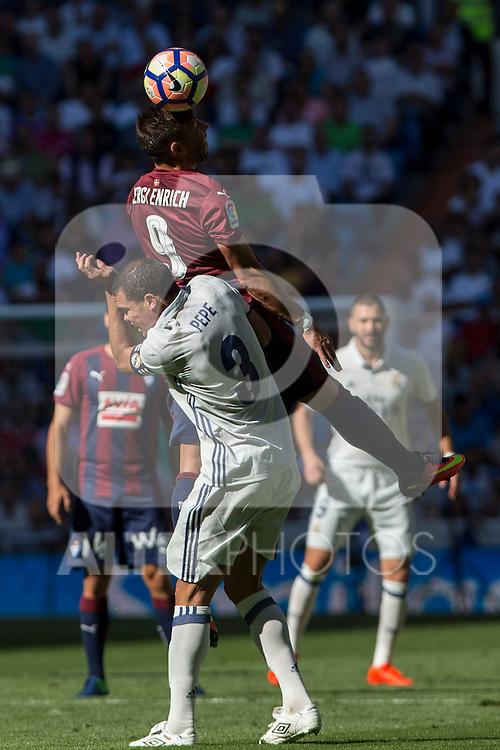 Real Madrid's Kleper Lima Ferreira Pepe and Eibar's Sergi Enrich durign the match of La Liga between Real Madrid and SD Eibar at Santiago Bernabeu Stadium in Madrid. October 02, 2016. (ALTERPHOTOS/Rodrigo Jimenez)